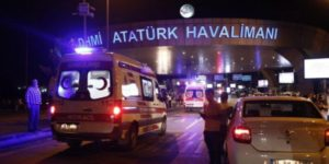 Ambulanze all'esterno dell'aeroporto di Istanbul