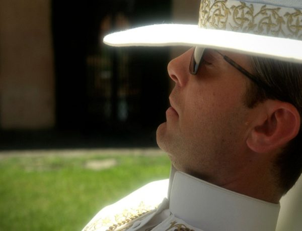 paolo-sorrentinos-the-young-pope-see-the-first-image-with-jude-law