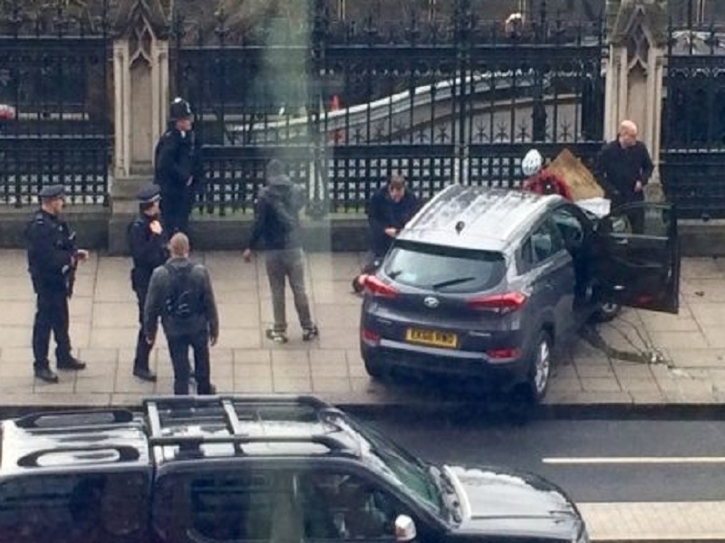 Attentato a Londra, l'Isis rivendica. May: