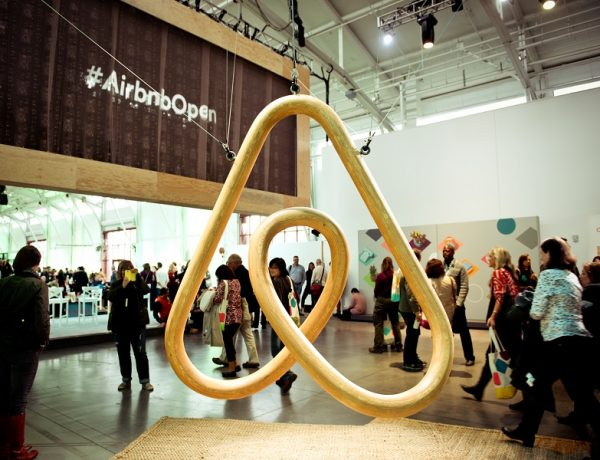airbnb sharing economy uber parlamento europeo