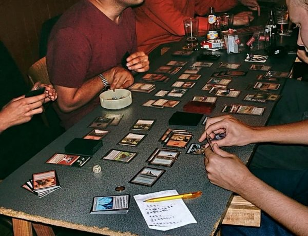Magic: The Gathering, rimosse 7 carte razziste. Wizards Of The Coast rivede il suo database del gioco più popolare del mondo