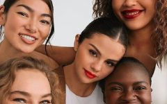 Selena Gomez lancia linea di make up Rare Beauty