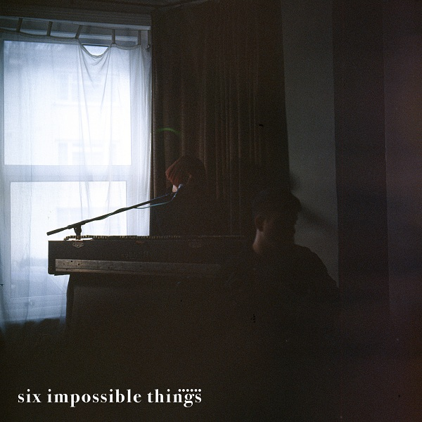 "I Six Impossible Things online con il nuovo singolo ""Me"": il brano anticipa l'uscita dell'album ""Sometimes you fall asleep in front of me"""