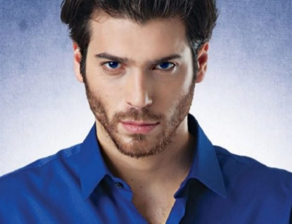 Can Yaman deluso dai fan disattiva l'account Twitter
