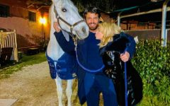 Diletta Leotta regala un cavallo bianco a Can Yaman
